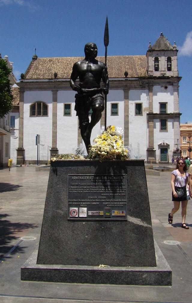 Um dos monumentos à Zumbi espalhados pelo Brasil, em Salvador