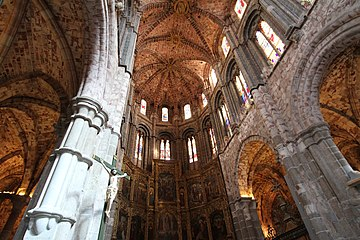 Ávila - Catedral - Romanesque chancel.jpg