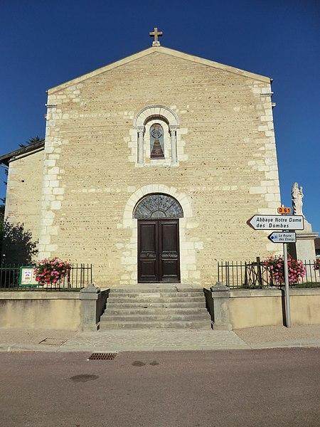 Église Saint-Pierre du Plantay.La façade ouest à l'appareil de galets en arête-de-poisson, a été remaniée au XIXè siècle,