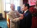 Н. Н. Колесник награждает Президента Вьетнама Чыонг Тан Шанга памятной медалью.jpg