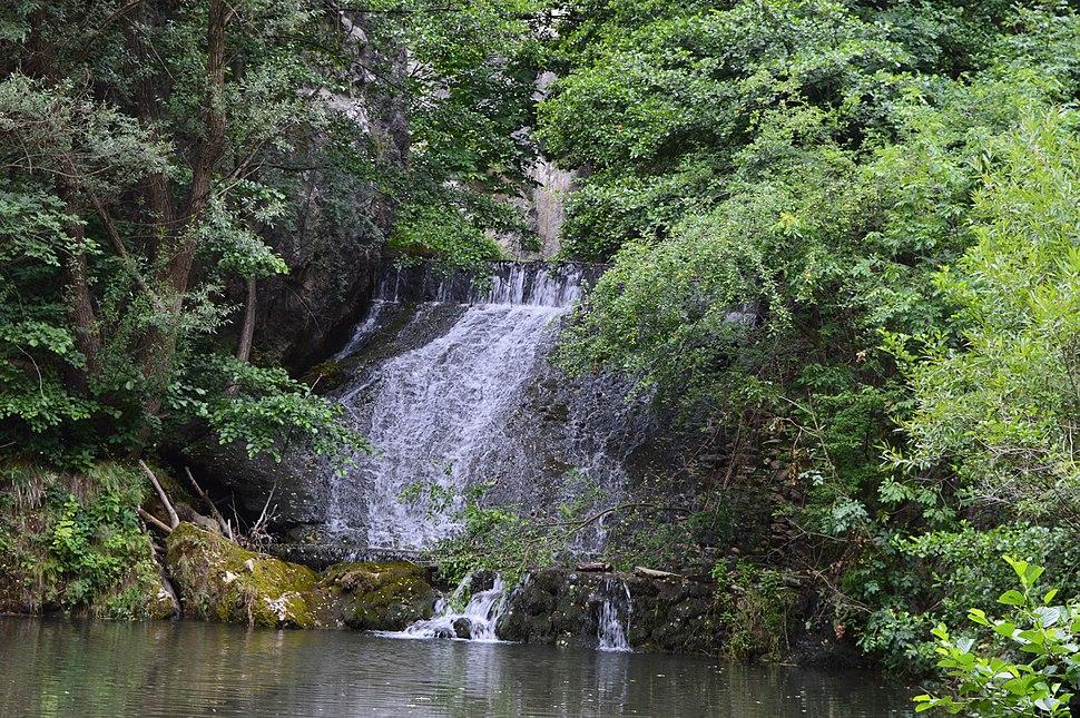 Споменик природе Клисура Осаничке реке - водопад