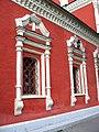 Церковь Архангела Михаила в Тропарёве (окна).jpg