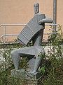 1170 Andergasse 10-12 - Ernest Bevin-Hof Stg 10 - Plastik Ziehharmonikaspieler von Elisabeth Turolt 1958 IMG 4763.jpg