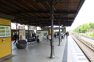 Berlin Rathaus Steglitz station - Image: 120518 S Bahnhof Rathaus Steglitz