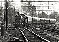 150 jaar NS. Een historische trein getrokken door Locomotief 3737. Aangekocht van United Photos de Boer bv. - Negatiefnummer 29512 k 25. - Gepubliceerd in het Haarlems Dagblad van 06.09.1988.JPG