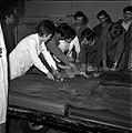 18.05.76 à l'école vétérinaire de Toulouse, opération d'un brocard jeune cerf (1976) - 53Fi905.jpg