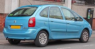 Citroën Xsara Picasso - Image: 2002 Citroen Xsara Picasso H Di Exclusive 2.0 Rear