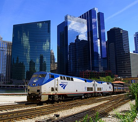 Amtrak train on the Empire Builder route departs Chicago from Union Station 20110821 AmtrakEmpireBuilder.jpg