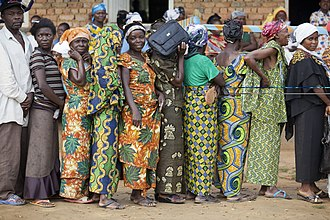 2011 Democratic Republic of the Congo general election - Voters standing in line in Walikale.