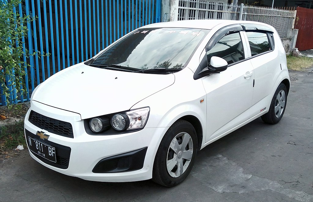 File:2013 Chevrolet Aveo, Malang (cropped).jpg - Wikimedia ...