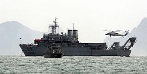 Cheonghaejin-class submarine rescue ship - Image: 2014.4 세월호 구조 작전 (13979529595)