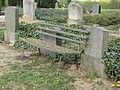 20150425 xl 3809-Bank-auf-einem-Friedhof.JPG