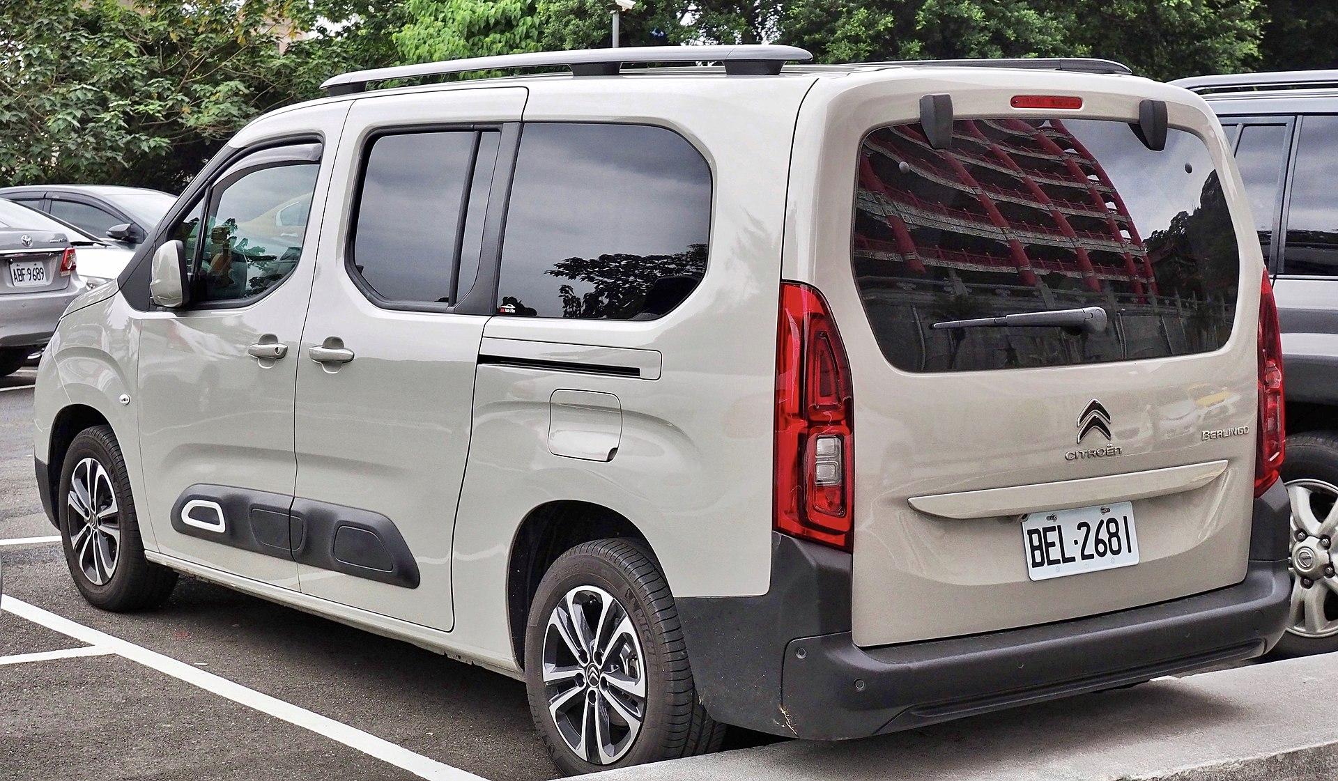2021 - [Mercedes-Benz] EQT concept  1920px-2019_Citro%C3%ABn_Berlingo_XL_%28rear%29