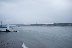 25 de Abril Bridge, Lisbon (11977209713).jpg