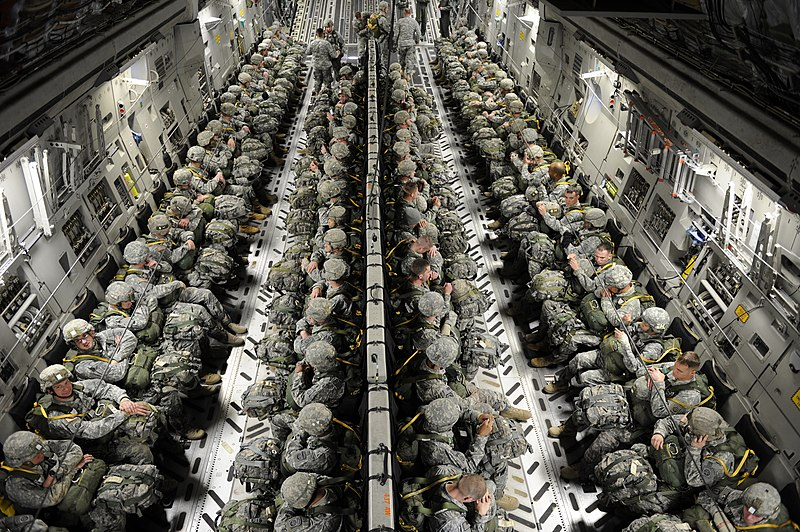 File:82nd Airborne paratroopers in a C-17.jpg