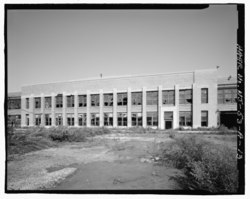 ADMINISTRATIVE PAVILION, SOUTH FACADE, TO NORTH - Ford Motor Company Edgewater Assembly Plant, Assembly Building, 309 River Road, Edgewater, Bergen County, NJ HAER NJ-53-A-13.tif