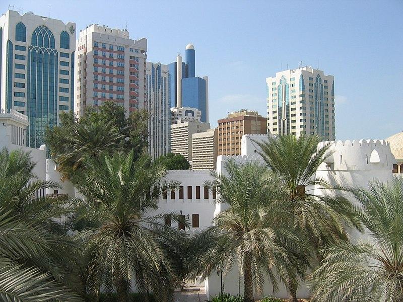 Datei:Abu Dhabi City vom Fort Qasr Al Hosn.JPG