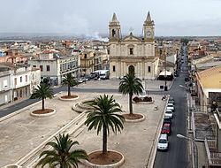 Acate (Rg) Piazza Libertà e Chiesa Madre.jpg