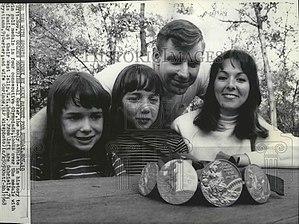 Al Oerter - Image: Al Oerter with family 1968