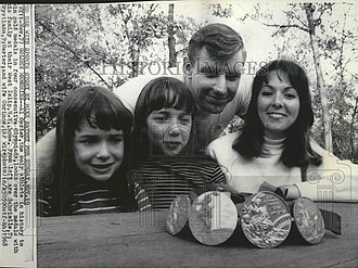 Al Oerter - Image: Al Oerter with family 1968