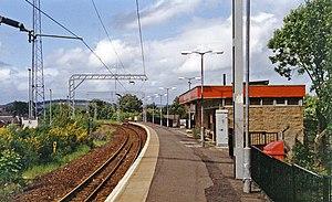 Alexandria railway station - Platform view north, towards Balloch Pier