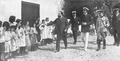 Alfonso XIII visitando sanatorio.png