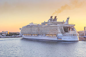 Um dos navios da Classe Oasis da Royal Caribbean International