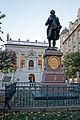 Alte Handelsbörse mit Goethedenkmal.jpg
