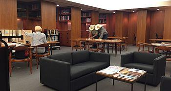 Fotografia da sala de leitura do Museu Amon Carter de Arte Americana tirada em 16 de julho de 2015
