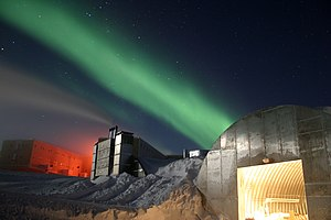 Aurora australis behind the Amundsen–Scott South Pole Station