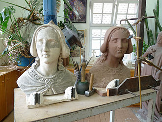 Pointing machine - Copying a plaster cast of a bust in red sandstone. Workshop of the Strasbourg cathedral
