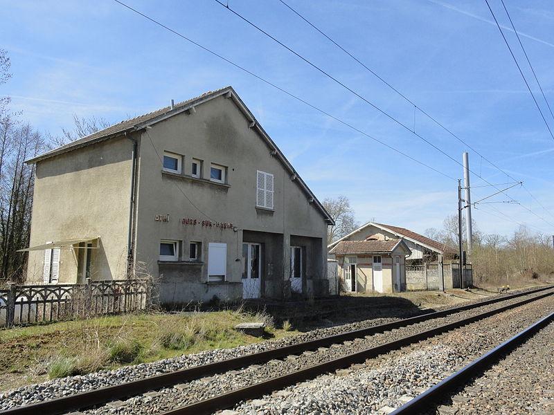 L'ancienne gare d'Athis - Tours-sur-Marne, sur la ligne ferroviaire de Paris à Strasbourg.