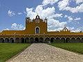 Atrio del Convento de San Antonio de Padua en Izamal.jpg
