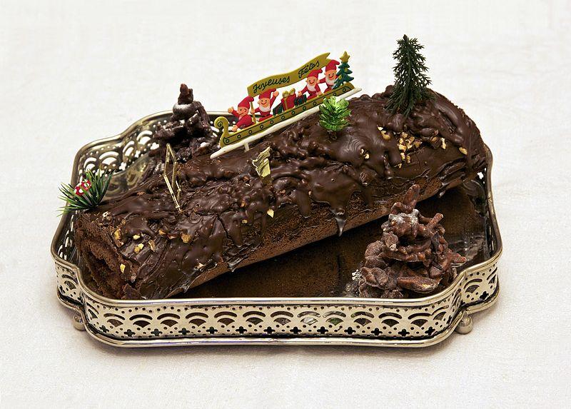 File:Bûche de Noël chocolat framboise maison.jpg
