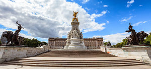 Victoria Memorial, London - Image: BUCKINGHAM PALACE