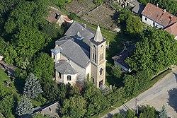 Balatonhenye, a református templom légi felvételen.jpg