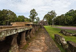 Baphuon, Angkor Thom, Camboya, 2013-08-16, DD 28.jpg