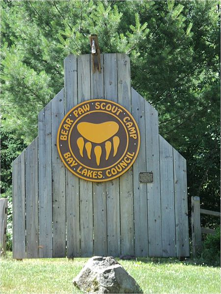 File:Bear paw scout camp entrance.jpg