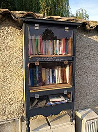 Belleville (Rhône) - Boîte à livres (août 2018).jpg
