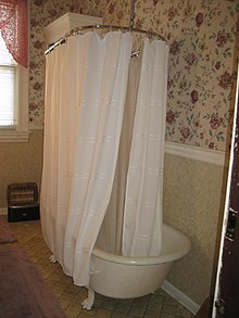 Circled Bathtub Rod And Curtain