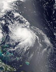 Un'immagine satellitare visibile raffigurante un uragano disorganizzato situato a nord-est delle Bahamas il 4 agosto.