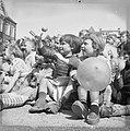 Bevrijdingsdag in de Karthuizerspeeltuin, Bestanddeelnr 909-5404.jpg