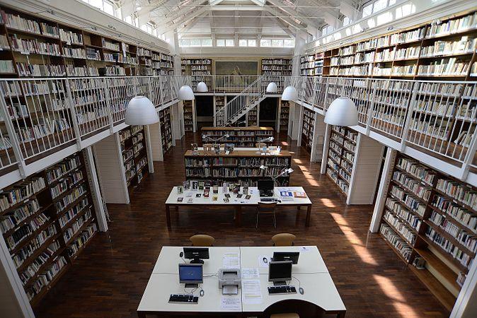 Biblioteca dal ballatoio.jpg