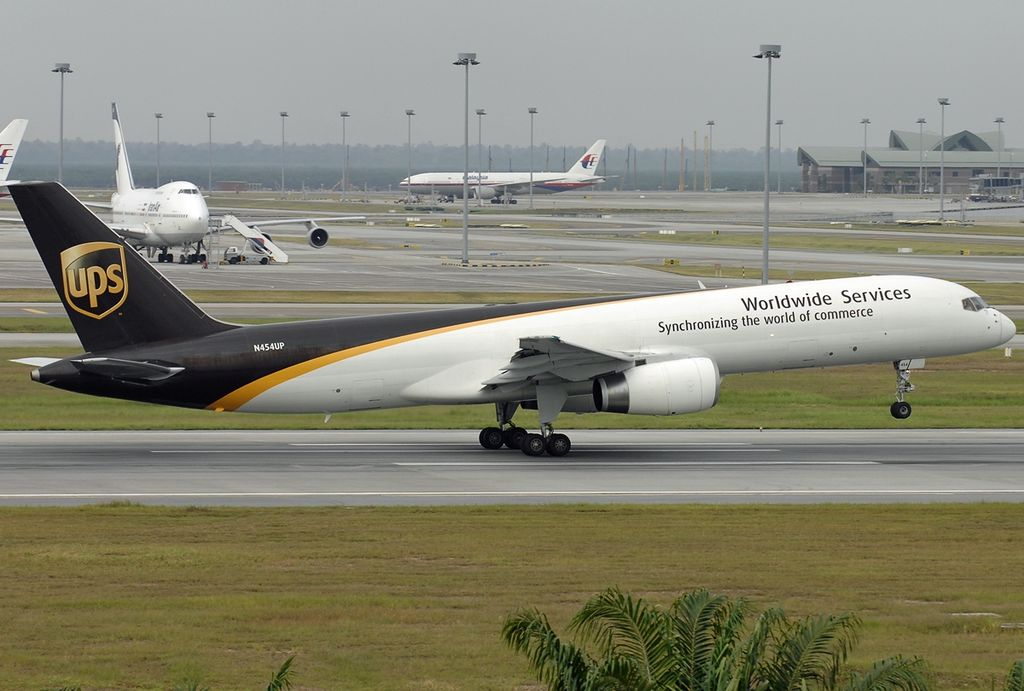 File Boeing 757 24a Pf United Parcel Service Ups