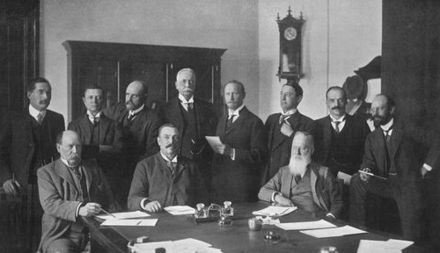 The first Prime Minister of South Africa, Louis Botha (sitting at the center of the desk), with his First Cabinet, 1910. Botha gouvernment 1910.jpg