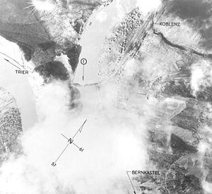 Bullay - Image: Brücke Bullay Luftaufnahme 1945