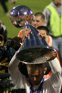 Brad Davis with MLS Cup trophy 2006.jpg
