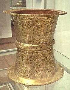 Brass tray stand Egypt or Syria in the name of ibn Qalaun 1330 1340.jpg