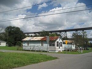Bridge City, Louisiana - Image: Bridge City Houses Dead End Bridge