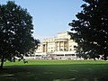 Buckingham Palace (29255080506).jpg